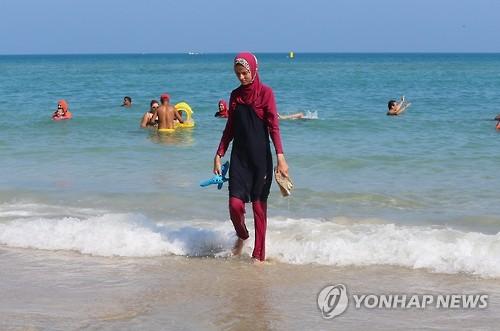 佛 무슬림 사업가, 칸 해변서 '부르키니 행진' 기획