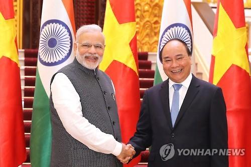 인도, 中 '남진'에 베트남과 군사협력 강화 '맞불'