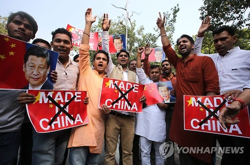 """인도서 """"중국산 불매"""" 목소리 커져…""""효과 없다"""" 신중론도"""