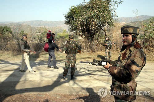 """파키스탄 """"인도가 침략하면 핵무기로 보복할 수도"""""""
