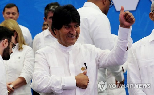 """볼리비아 대통령 쿠바서 성대 혹 제거 긴급 수술…""""20분 소요"""""""