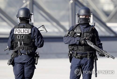 연쇄테러 겪은 프랑스, '대형테러' 가짜뉴스에 화들짝