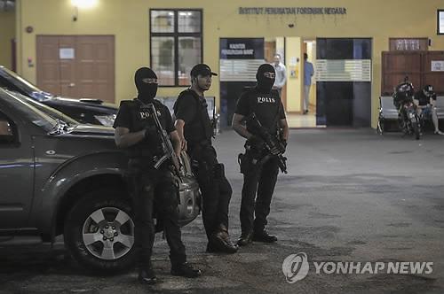 """말레이언론 """"김정남 시신, 26일 영안실서 반출""""…화장 가능성"""
