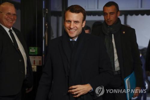 佛 승기잡은 마크롱에 현정부 각료 첫 지지…아몽 '찬밥신세'