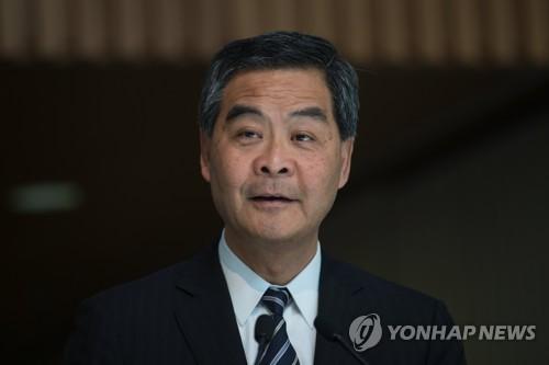 홍콩 행정수반, 퇴임 한달 앞두고 '수난'…야당, 탄핵안 제출
