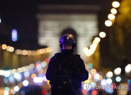 프랑스 대선 하루 앞…샹젤리제 테러 영향 주목