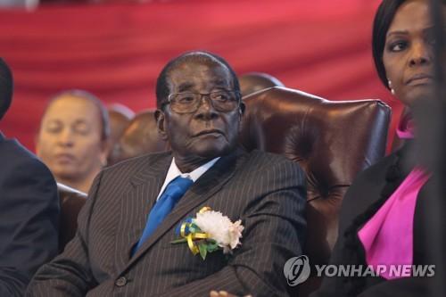 무가베 37년독재 위기왔나…쿠데타설 속 짐바브웨 수도 폭발음(종합)