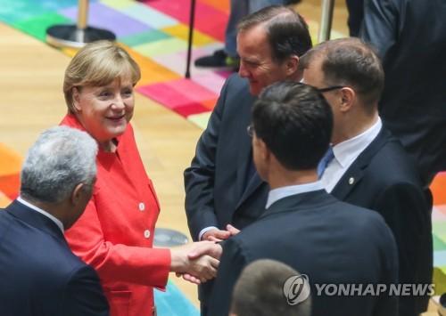 EU, 이틀째 정상회의…난민·경제·무역문제 등 논의 후 폐막