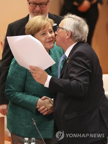 """융커 """"유럽, 어느 때보다도 안정적인 독일 연방정부 필요로 해"""""""