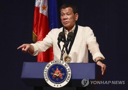 """필리핀 두테르테 """"中 군사원조 받지만, 군사동맹은 안 돼"""""""