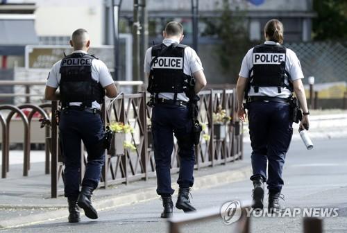 테러 일상화된 프랑스서 경찰관 자살 잇따라…대책 마련 부심