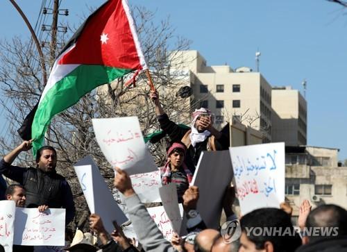 요르단, 정부 불신임투표 하루 앞두고 '빵값 인상' 항의시위