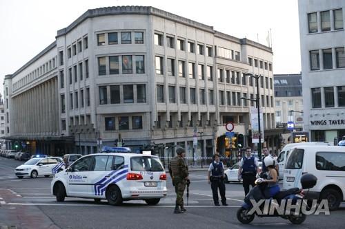 벨기에, 테러대비 거리경계에 처음으로 동원 예비군 투입