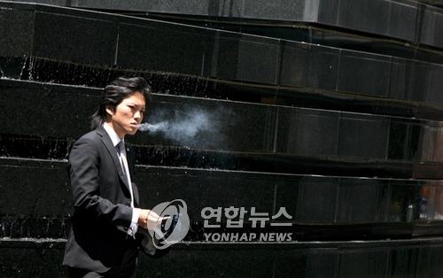 日, 2020년부터 중대형 음식점 금연 추진…한국보다 6년 늦어
