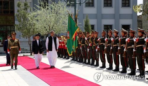 파키스탄 총리, 아프간 방문…양국 관계 개선 나서