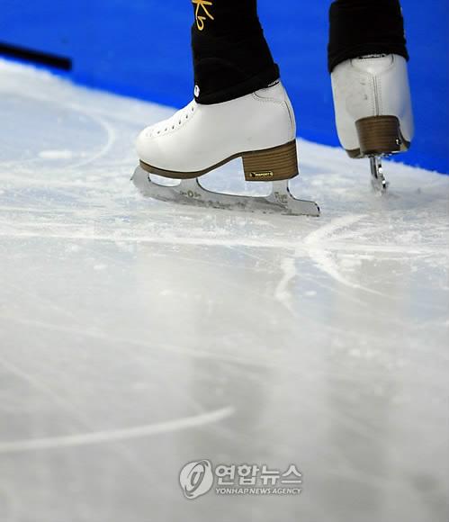 [알고보세요] 스케이트 날의 과학…'톱니 피겨·클랩 빙속·휘어진 쇼트트랙..