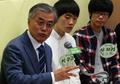 Moon Jae-in avec des jeunes votants