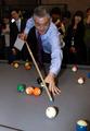 Moon Jae-in joue au billard