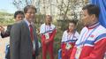 Le ministre de l'Unification avec des athlティtes nord-corテゥens
