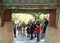 Des participants de la Conférence de l'UIT visitent un temple bouddhique