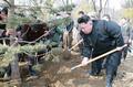 Kim Jong-un plants trees