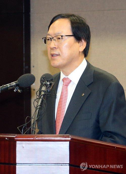 """김용환 농협금융회장 """"은행·카드로 많이 벌어야""""…수술 예고"""