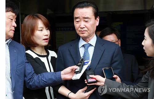 수뢰혐의 김맹곤 전 김해시장에 징역 8년 구형