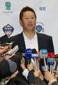 Slugger Lee returns with minor league deal
