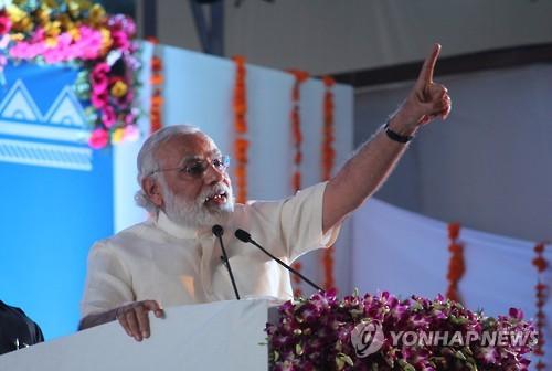 집권 3년 인도 모디 총리, 지지율 61%…연임 '청신호'