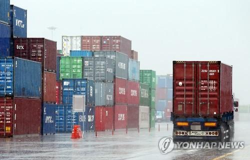 도심 가로질러 대형차량 '씽씽'…인천 송도 환경·교통대란 온다