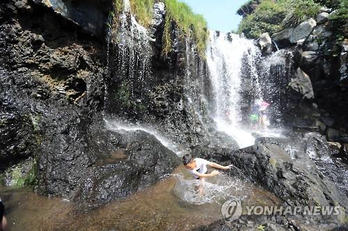 [주말 N 여행] 제주권: 폭포·용천수·동굴에서의 여름나기