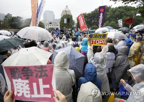 日 안보법 1년, '전쟁법' 폐지운동 계속된다…5천500명 위헌소송