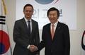 Chefs des diplomaties coréenne et hongroise