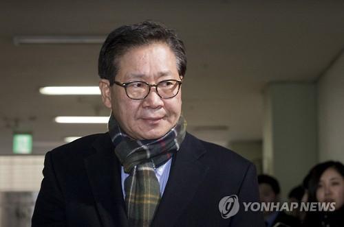 """'삼성합병 찬성' 홍완선 첫 공판…""""투자위원에 압박한 적 없어""""(종합)"""