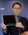 El equipo de investigación especial presenta la tableta de Choi