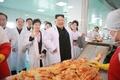 Kim Jong-un dans une usine de kimchi