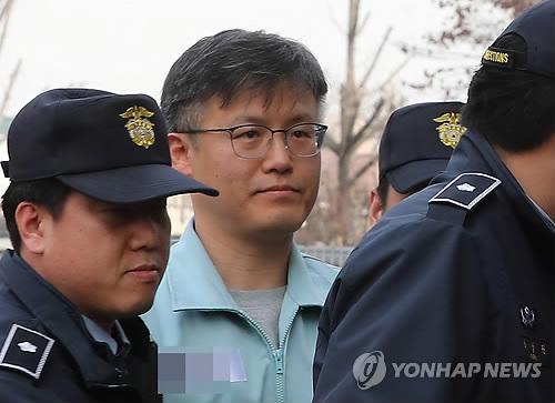 """정호성 """"대통령과 차명폰으로 더 자주 연락…아는 사람 소수"""""""