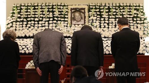 """""""책의시대 선봉에 섰던 어른""""…故박맹호 회장 조문행렬(종합)"""