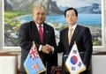 Ministres de la Défense coréen et fidjien