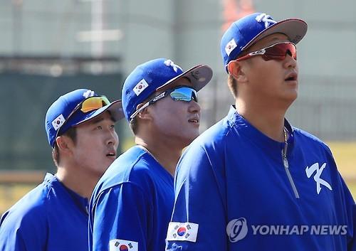 """WBC 대표팀, 캠프 끝내고 귀국…김인식 """"80%까지 올렸다""""(종합)"""