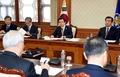 El presidente en funciones Hwang en una reunión del NSC