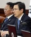 Acting President Hwang at Cabinet meeting