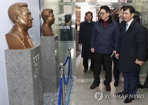 상승세 '주춤' 안희정…'당심'에 손 내밀고 주말엔 호남行(종합)