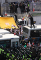 弾劾反対派が警察と衝突
