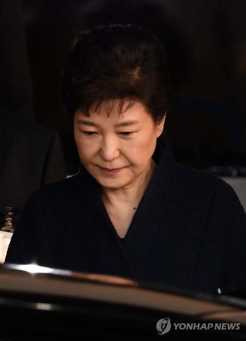 朴, 김기춘·조윤선 섰던 '그 법정, 그 자리에'…결과는?