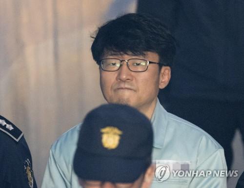 '정유라 특혜' 이대 류철균 교수 징역 1년에 집행유예 2년(속보)