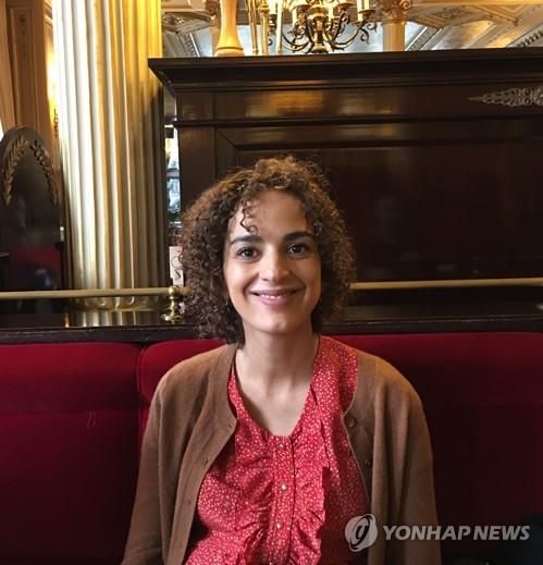 """[인터뷰] 파리도서전 초청작가 슬리마니 """"이야기는 자유다"""""""