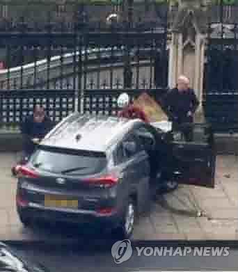 런던테러 때 다친 한국인 한달째 병상…귀국 기약 못 해