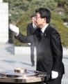 Yoo honors S. Korea's war dead