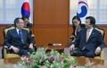 El canciller surcoreano con el enviado nuclear chino
